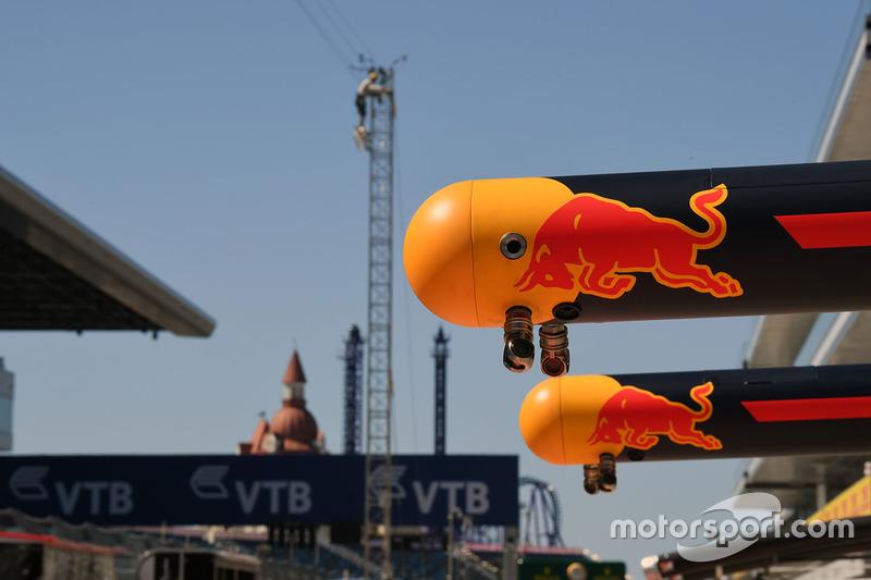 Red Bull Racing pit box gantry