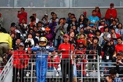 Un fan en traje de Ayrton Senna