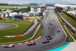 Lance Stroll, Williams FW40, Carlos Sainz Jr., Scuderia Toro Rosso STR12, Pierre Gasly, Scuderia Tor