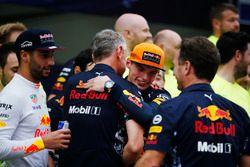 Max Verstappen, Red Bull Racing, racewinnaar, viert feest, Jonathan Wheatley, Team Manager, Red Bull Racing, Christian Horner, Team Principal, Red Bull Racing, het Red Bull-team