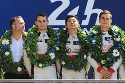 Подиум LMP2: победители Тун Хопинь, Оливер Джарвис, Тома Лоран, DC Racing