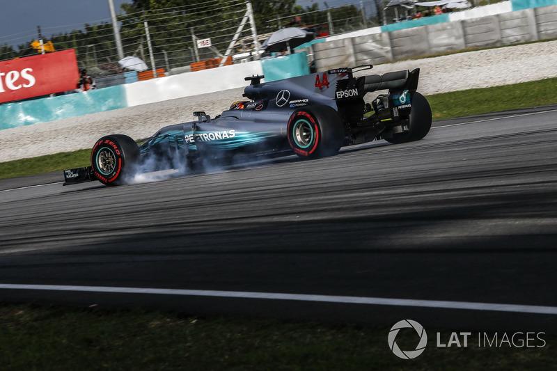 Lewis Hamilton, Mercedes-Benz F1 W08 bloque une roue