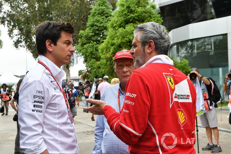 Toto Wolff, Direttore del Motorsport Mercedes AMG F1, Maurizio Arrivabene, Team Principal Ferrari e Niki Lauda, Presidente Non-Esecutivo Mercedes AMG F1