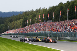 Fernando Alonso, McLaren MCL32, battles, Nico Hulkenberg, Renault Sport F1 Team RS17, Esteban Ocon, Sahara Force India F1 VJM10
