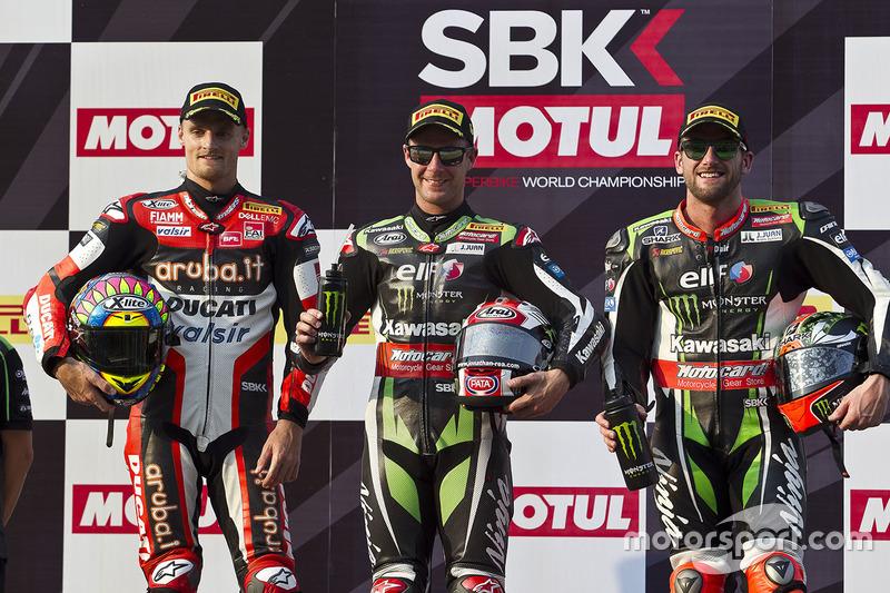 Podio: il vincitore della gara Jonathan Rea, Kawasaki Racing, il secondo classificato Chaz Davies, Ducati Team, il terzo classificato Tom Sykes, Kawasaki Racing
