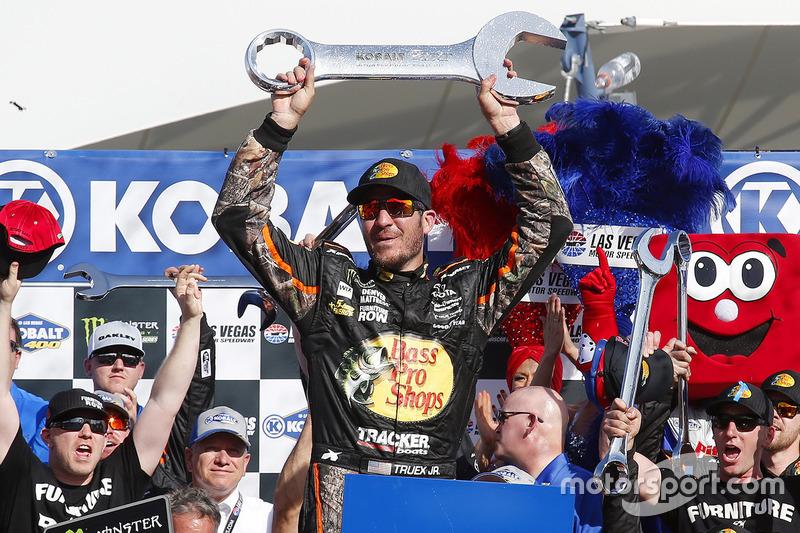 Ganador Martin Truex Jr., Furniture Row Racing Toyota