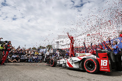 Sébastien Bourdais, Dale Coyne Racing Honda celebrating in victory lane