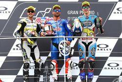 Podium: tweede plaats Thomas Luthi, CarXpert Interwetten, Race winnaar Mattia Pasini, Italtrans Raci