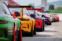 Porsche Carrera Cup GT3 schierate sulla pitlane