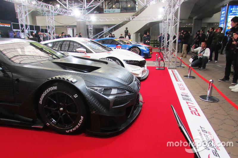 大阪オートメッセに集結したスーパーGT車両