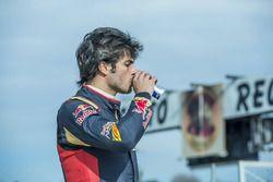 Carlos Sainz Jr., Scuderia Toro Rosso fait une pause pendant son entraînement au Karting Club Correcaminos de Recas
