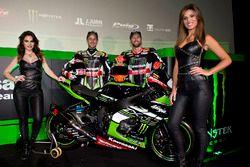 Jonathan Rea, Kawasaki Racing, und Tom Sykes, Kawasaki Racing, mit den Monster-Girls