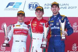 Podyum: Yarış galibi Charles Leclerc, PREMA Powerteam, 2. Nyck De Vries, Rapax, 3. Nicholas Latifi,