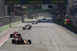 Max Verstappen, Red Bull Racing RB13, Kimi Raikkonen, Ferrari SF70H, Felipe Massa, Williams FW40 y Esteban Ocon, Sahara Force India F1 VJM10