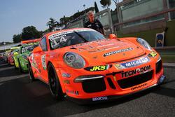 Le Porsche schierate sull pitlane