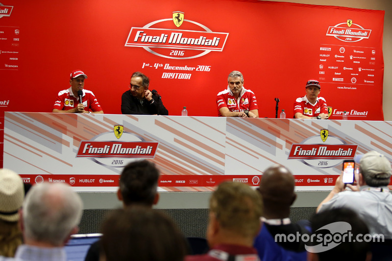 Sebastian Vettel, Ferrari; Sergio Marchionne, Presidenta Ferrari; Maurizio Arrivabene, Team principal Ferrari; Kimi Raikkonen, Ferrari