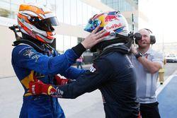 2016 GP2 Series Meister Pierre Gasly, PREMA Racing und Sieger Alex Lynn, DAMS