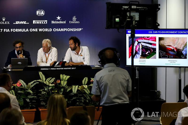 Präsentation Halo: Laurent Mekies, FIA-Sicherheitschef, Charlie Whiting, FIA-Rennleiter, Matteo Bonciani, FiA-Pressesprecher