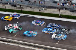 Austin Dillon, Richard Childress Racing Chevrolet, Trevor Bayne, Roush Fenway Racing Ford crash