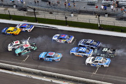 Crash: Austin Dillon, Richard Childress Racing Chevrolet, Trevor Bayne, Roush Fenway Racing Ford