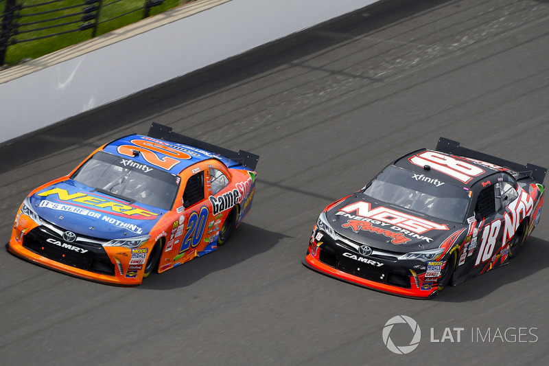 Erik Jones, Joe Gibbs Racing Toyota y Kyle Busch, Joe Gibbs Racing Toyota