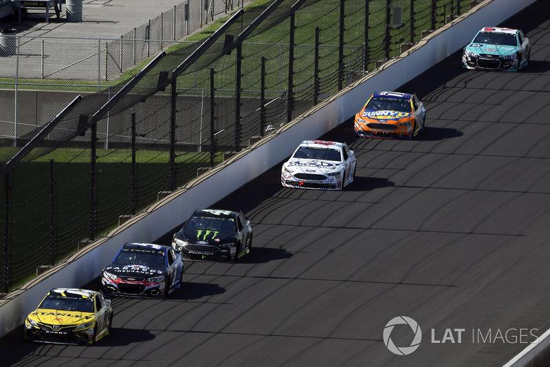 Daniel Suárez, Joe Gibbs Racing Toyota, Kasey Kahne, Hendrick Motorsports Chevrolet, Kurt Busch, Stewart-Haas Racing Ford