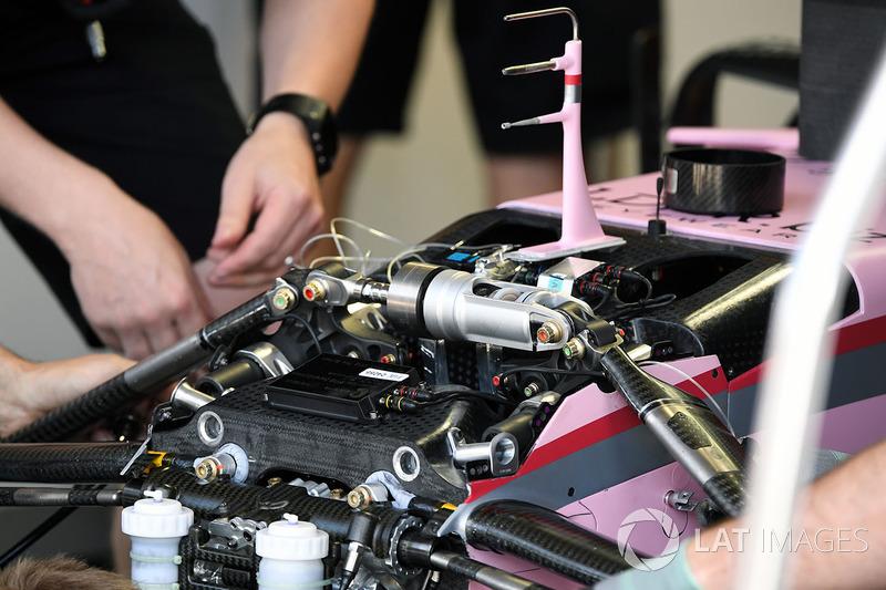Передня підвіска і шасі Force India VJM10