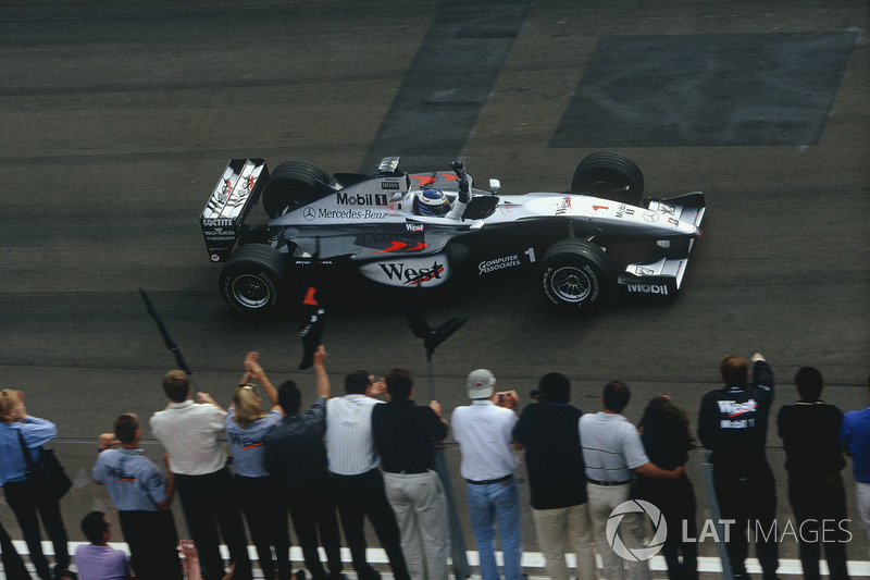 15. El McLaren MP4/14-Mercedes de F1