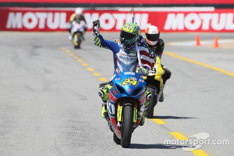 Toni Elías, equipo Suzuki, celebra la victoria en Laguna Seca