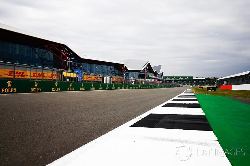 El detalle de ala de Silverstone y la recta de pits
