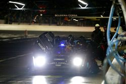 Pit stop, #10 Wayne Taylor Racing Cadillac DPi: Ricky Taylor, Jordan Taylor, Max Angelelli, Jeff Gor