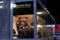 Thierry Neuville, Hyundai Motorsport, Michel Nandan, Hyundai Motorsport Teambaas