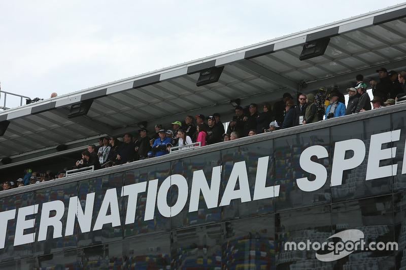 Des spectateurs au Daytona 500 Club