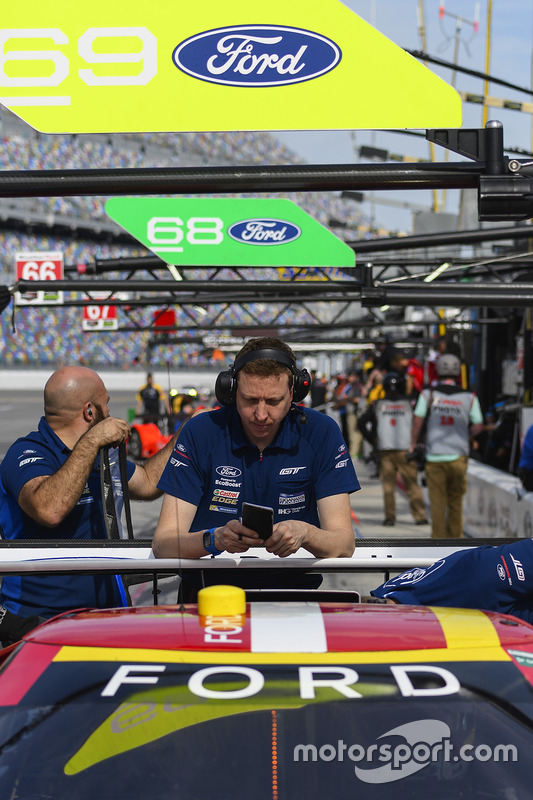 Ford Performance Chip Ganassi Racing crew