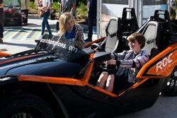 Мальчик в машине Ariel Atom