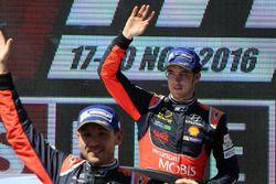 Podium : le troisième, Thierry Neuville, Hyundai Motorsport