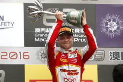 Podium: second place Felix Rosenqvist, SJM Theodore Racing by Prema Dallara Mercedes