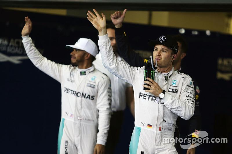 Nico Rosberg, Mercedes AMG F1 con Lewis Hamilton, Mercedes AMG F1
