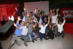 Il team festeggia la vittoria nel CIR