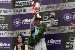 Podio: segundo lugar Jean-Karl Vernay, Leopard Racing, Volkswagen Golf GTI TCR