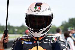 Pol Espargaro con un casco replica en honor a Nieto