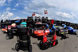 Erik Jones, Joe Gibbs Racing Toyota y Kyle Busch, Joe Gibbs Racing Toyota