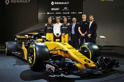 (L to R): Nico Hulkenberg, Renault Sport F1 Team; Pepijn Richter, Microsoft Director of Product Mark