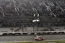 Ryan Reed, Roush Fenway Racing Ford se lleva la bandera a cuadros