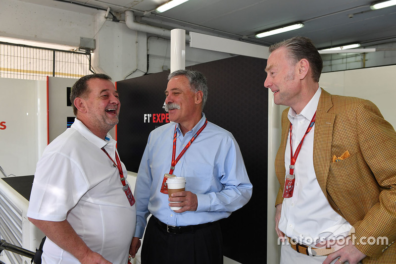 Пол Стоддарт, председатель Formula One Group Чейз Кэри и управляющий директор Ф1 по коммерческим операциям Шон Братчес