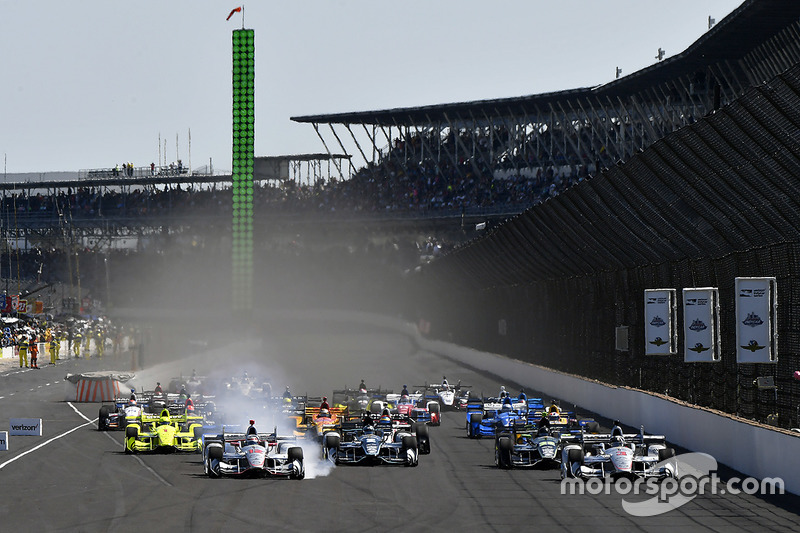 Arrancada: Will Power, Team Penske Chevrolet, Helio Castroneves, Team Penske Chevrolet líder