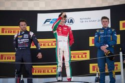 Подиум: победитель Шарль Леклер, PREMA Powerteam, второе место – Лука Гьотто, RUSSIAN TIME, третье м
