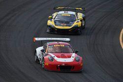 #58 Wright Motorsports Porsche 911 GT3 R: Patrick Long, #9 K-Pax Racing McLaren 650S GT3: Alvaro Par