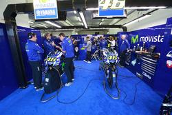 Valentino Rossi, Yamaha Factory Racing garage atmosphere