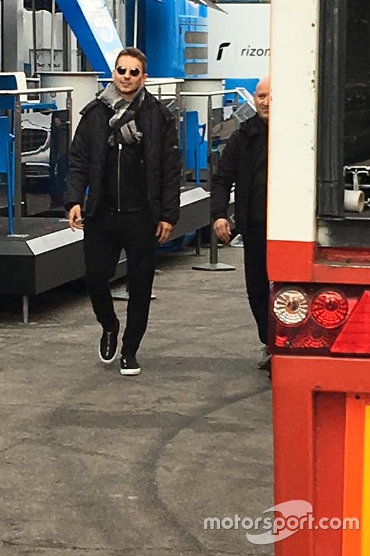 Jorge Lorenzo llega al motorhome de Ducati